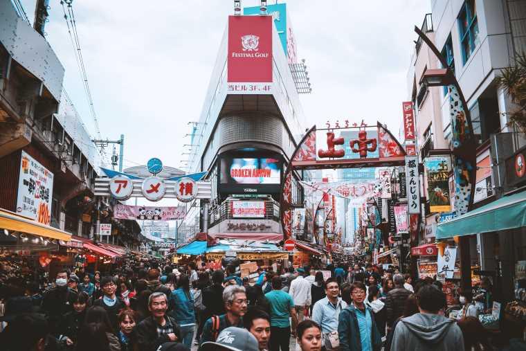 Pessoas nas ruas de Tóquio, Japão